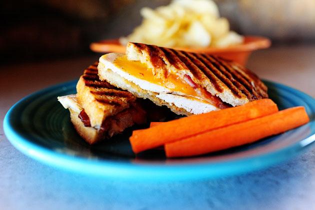 Куриные сэндвичи гриль с беконом