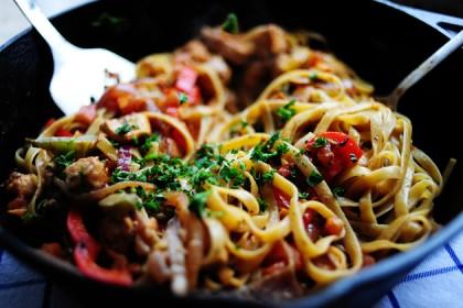 Обжаренная курица со спагетти