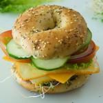 1 бублик-гамбургер с овощами и сыром